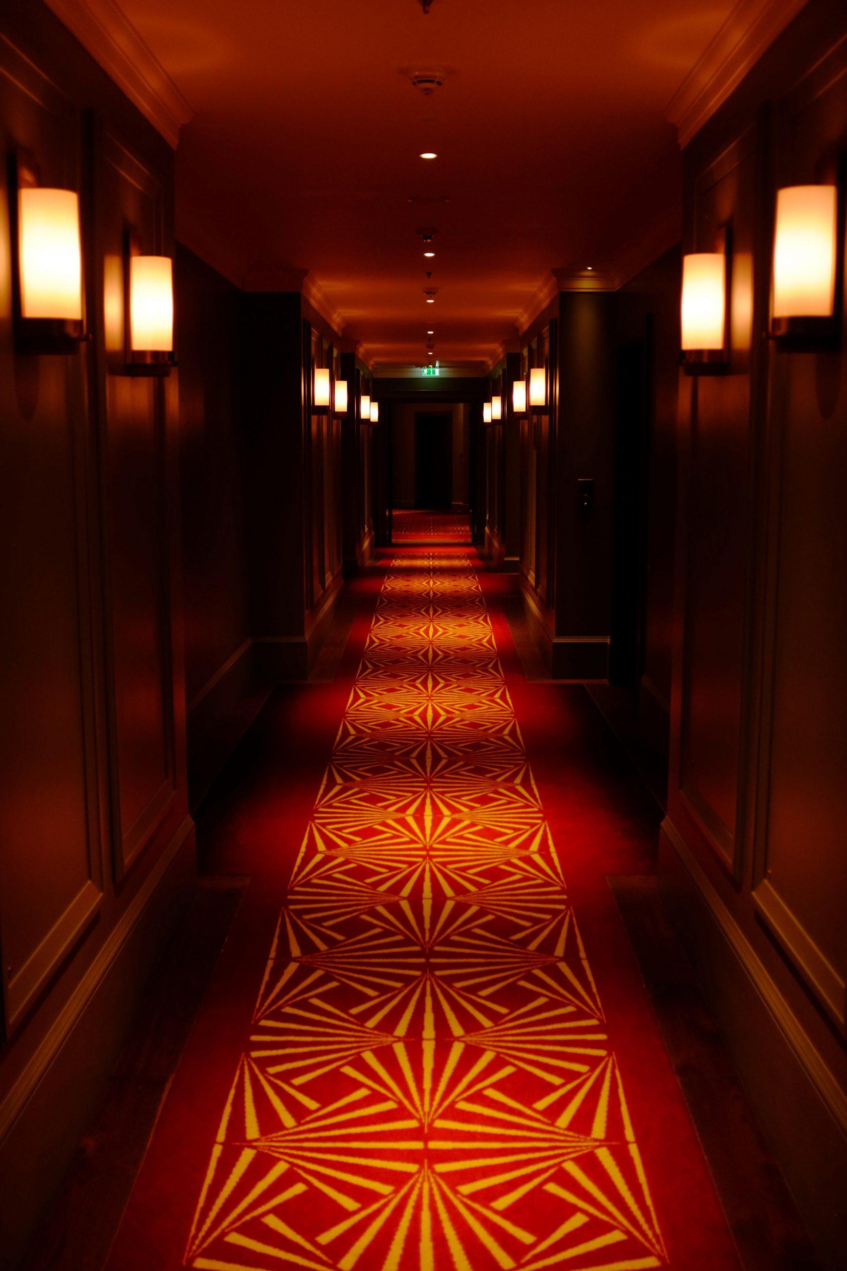hotel rood tapijt